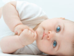 Слюни у 2 месячного ребенка